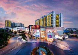 Which is the biggest mall in Chennai VR Mall or phoenix mall?